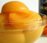 Conservas de pêssego amarelo ou conservas de frutas