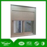 La rejilla de aluminio con ventana y obturador y el cristal templado