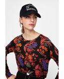 Пуловер из женщин с цветочного дизайна в воде отпечатков