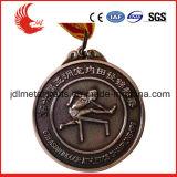 Le double a dégrossi médaille de sports de natation de modèle avec le coup de lanière de médaille