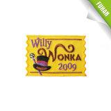 Direkt Facory heißes Verkaufs-Gelb-Hintergrund-Twill-Stickerei-Abzeichen