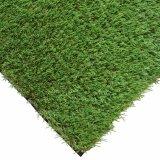 Césped artificial de la hierba de la falsificación perfecta del paisaje