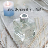 ホームリード拡散器のギフトセットのための香りオイルが付いている一般に100ml正方形のガラス製品のびん