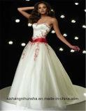 肩の花嫁衣装の夜会服の花嫁の服を離れたサテン