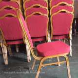 装飾されたホテルの宴会の椅子をスタックするホテルの宴会の家具