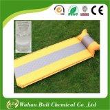 Uno mismo que infla el pegamento adhesivo especializado pista el dormir que acampa