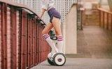 Fastfood- zwei Ausgleich-Rad-Selbst, der elektrischen Roller balanciert
