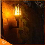 LEDの夜が明ける屋外の庭の薄暗がり太陽明滅の壁の芝生ライト