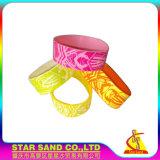 Freies preiswertes Gummiarmband, kundenspezifisches Firmenzeichen-Drucken-Silikon-Armband