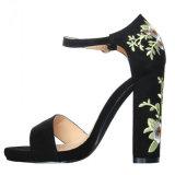Zapatos bordados vendaje áspero al por mayor de las sandalias de Rose del alto talón de la manera