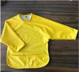 PUの長い袖が付いている上塗を施してある快適な防水赤ん坊の胸当て