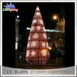 Da decoração clara colorida do casamento do diodo emissor de luz árvore de Natal ao ar livre