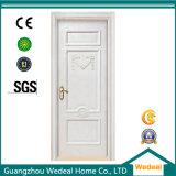 Porte d'entrée en bois solide de villa de luxe blanche