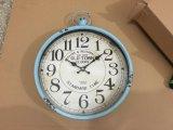 古い効果の柱時計