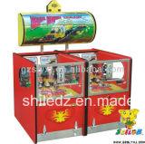La moneda grande del carro funciona la máquina de juego de arcada