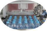 Terminar el embalaje de llavero del agua potable que hace la máquina de la planta para la botella