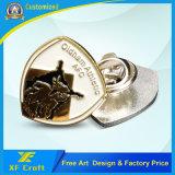 安くカスタマイズした記念品のギフト(XF-BG34)のためのロゴの金属の折りえりPinのバッジを