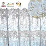 Reticolo bianco delle nappe del tessuto del merletto, romantico e bello per la cerimonia nuziale C10060