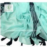 Kombination, die den Verticalbar Acajoubaum gedruckt mit Troddel-Form-Schal färbt