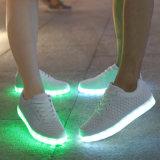 7つのカラーの2017のばねのBrogue様式LED Yeezyの靴は変更をつける