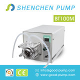 Dosant la pompe péristaltique pour l'eau analytique de laboratoire