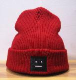 Основным легким шлем вышивки связанный типом