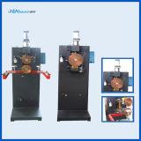 El tanque solar del calentador de agua que hace la maquinaria con la línea solar del producto de la soldadora