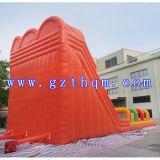 子供のためのおかしく巨大で膨脹可能な水スライドおよび大人または膨脹可能なカバのスライド
