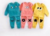Bébé Vêtements Enfants d'usure Clothese Stock