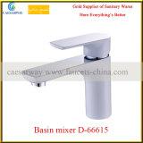 D'ottone scegliere il rubinetto del bacino della maniglia per la stanza da bagno