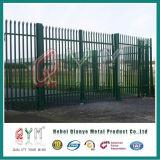 テレコミュニケーション保護のための鋼鉄によって電流を通される柵の塀はそびえている
