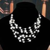 宝石類の金カラー多層チェーン模造は女性のためのネックレスを真珠で飾る