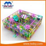 Equipamento interno do campo de jogos para crianças
