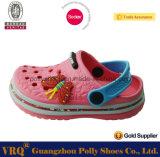 エヴァの障害物、子供のプラスチック庭の靴