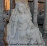 Grande pietra con la signora bianca di bellezza della scultura di Mabrle