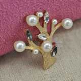 VAGULA Gold Plating Pearl Tree Rhinestone Brooch