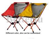 منافس من الوزن الخفيف يطوي [لون شير] فوق كرسي تثبيت خارجيّة