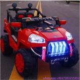 Os miúdos seguem carro a pilhas do brinquedo do carro elétrico