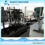 L'eau de bouteille en plastique automatique de petite capacité rinçant la machine recouvrante remplissante