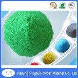 Incandescenza verde luminosa nel rivestimento scuro della polvere dello spruzzo