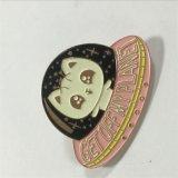 Lueur d'or de Rose dans le Pin mignon foncé de revers de dessin animé