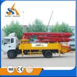 専門のトラックによって取付けられる具体的なポンプ