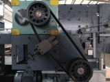 Máquina cortando e vincando semiautomática eficiente