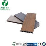 Aucun plancher composé en bois en plastique de fissure de planche de planche synthétique de patio