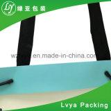 ハンドルが付いているショッピングギフトの包装紙袋を包む方法