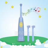 ミュージカルは歯の手入れの子供の電動歯ブラシをからかう