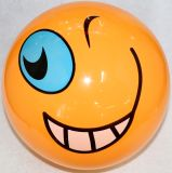 PVCフットボールまたはサッカーボールまたはおもちゃの球かビーチボール