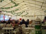 Barraca ao ar livre do festival da cerveja de 400 Peple para a cerimónia do partido