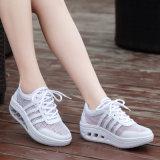 Дышащий материал белого цвета с женской обуви