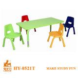 Metail e cadeiras de plástico móveis para crianças